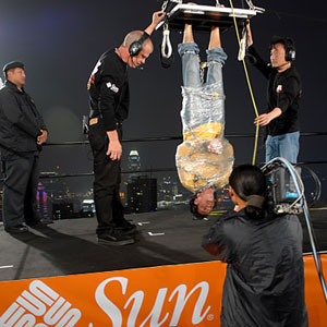 Stunning corporate event entertainment, Robert Gallup's death-defying escapes image.